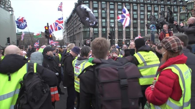 Protesta de chalecos amarillos contra austeridad en Londres