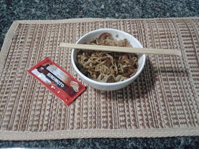 Yakisoba de macarrão instantâneo