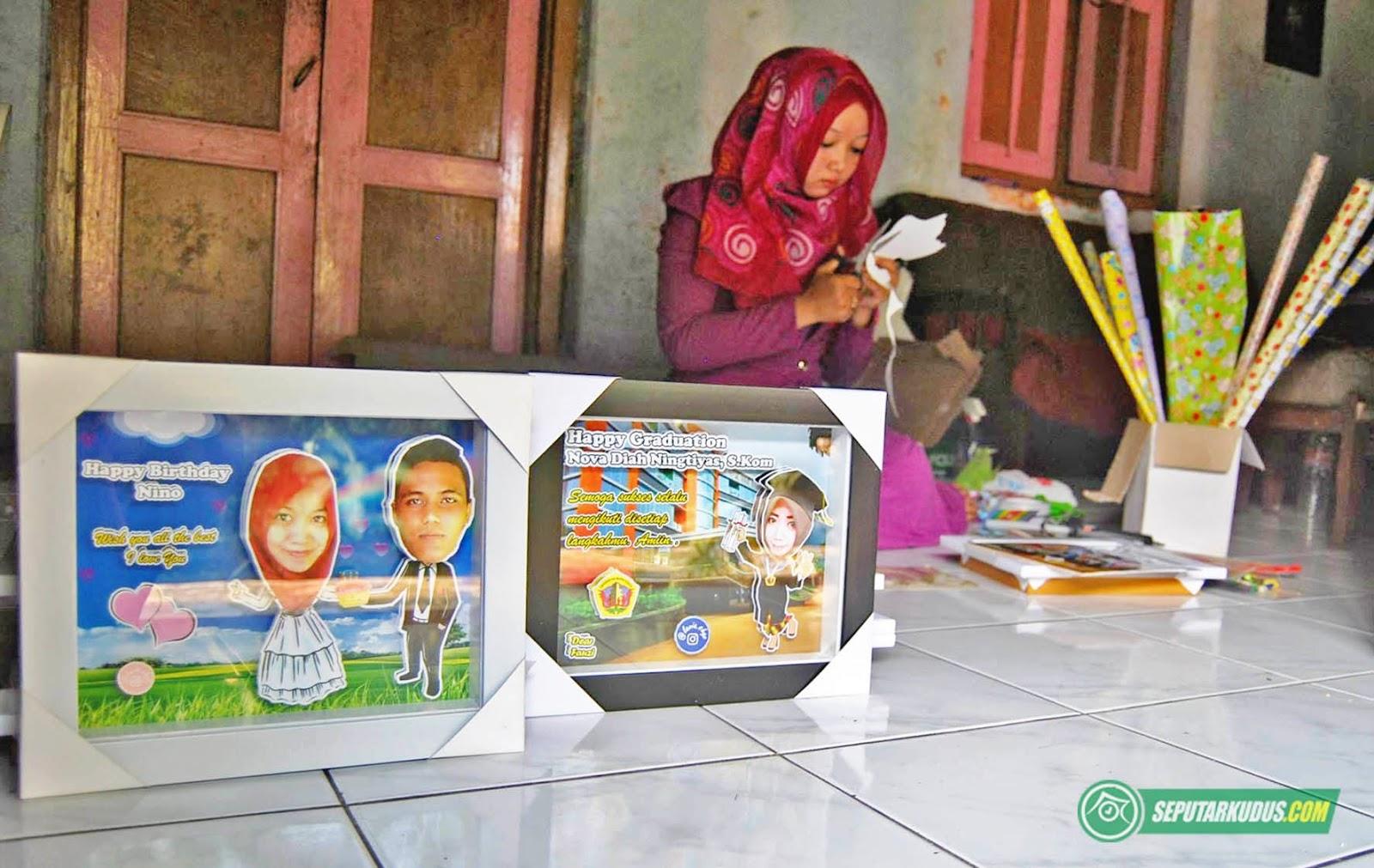 Saat Momen Wisuda Dan Pernikahan Karikatur Timbul Karya Pungky