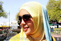 Foto Cewek Cantik Berjilbab Keren pakai Kacamta Hitam