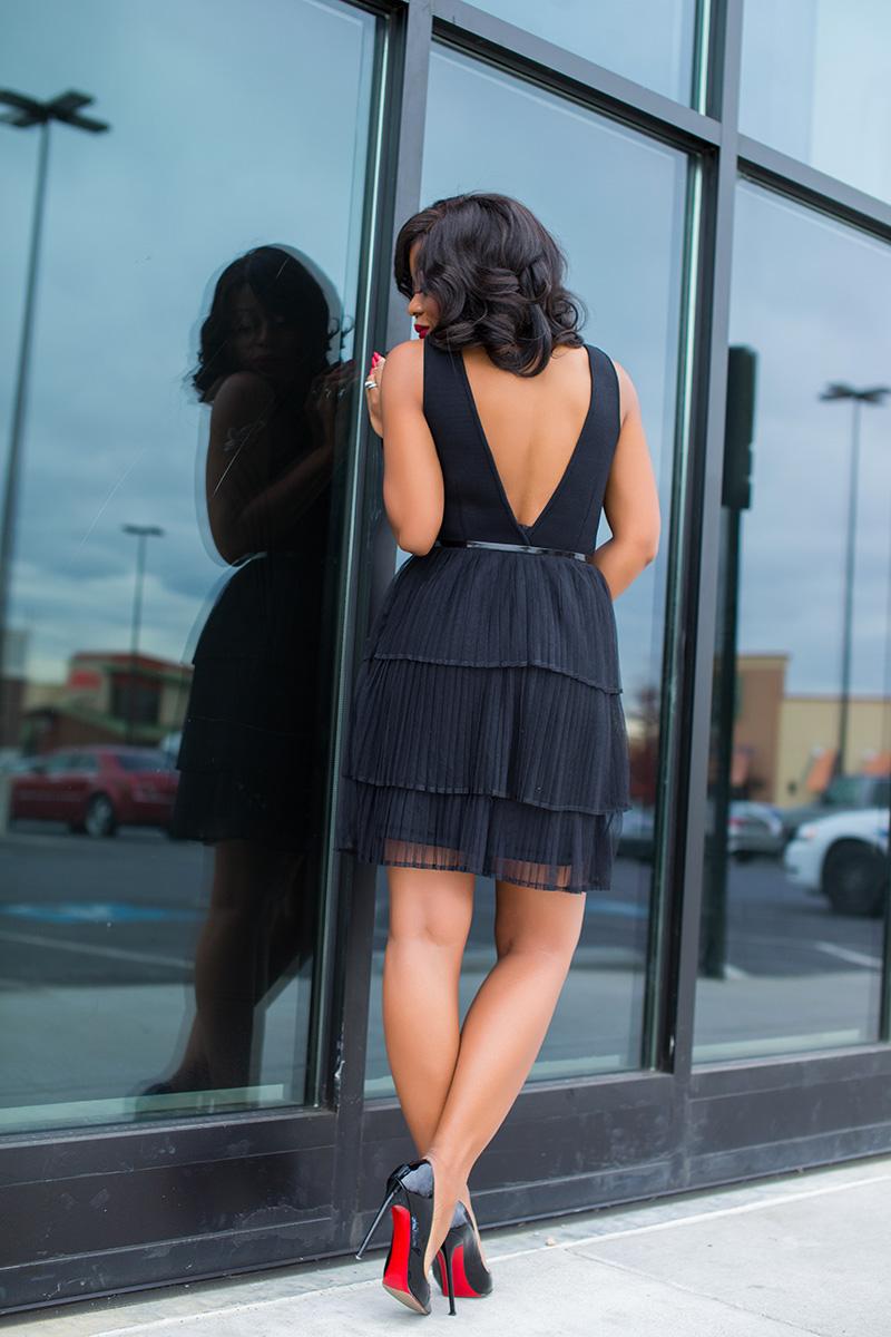 Holiday outfit ideas, little black dress, www.jadore-fashion.com