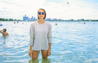 Anna Burch picture