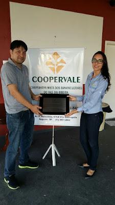 Cooperativa dos Bananicultores do Vale do Ribeira recebe placa comemorativa pelo jubileu de prata