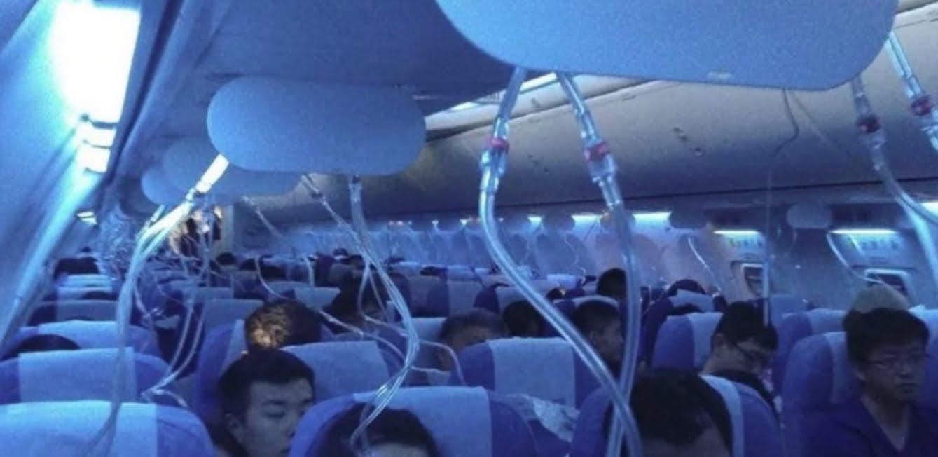 Incredibile: pilota cinese lascia i passeggeri di un volo aereo senza aria respirabile.
