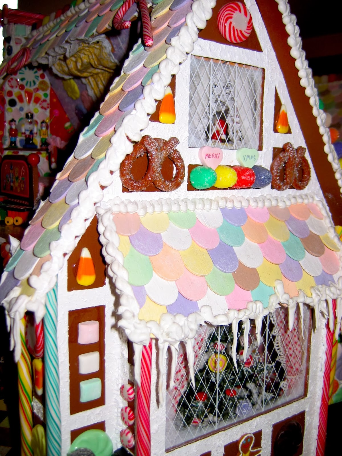BluKatKraft: 1:12 scale Christmas Gingerbread Dollhouse
