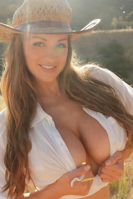 Jordan-Carver-little-farmer-hot-and-sexy-hd-images-from-photoshoot_3