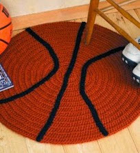 http://translate.googleusercontent.com/translate_c?depth=1&hl=es&rurl=translate.google.es&sl=en&tl=es&u=http://www.countrywomanmagazine.com/project/crocheted-football-and-basketball-rugs/&usg=ALkJrhhs2GsASYOePEj5zNq2PqrdzaHQ1g