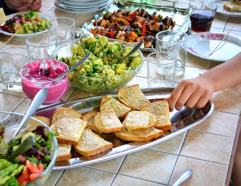 grill, co na grilla, szaszlyki, weekend, majowka, ogrod, szaszlyki drobiowe, rozpalamy grill, szaszlyki, drobiowe, jak zrobic szaszlyki, na ruszcie, grill fit, szszlyki z warzywami, blog, zycie od kuchni