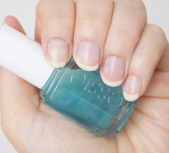 Essie - Nail & Skin Serum für kräftige Nägel (mit Blaualgen-Extrakt)