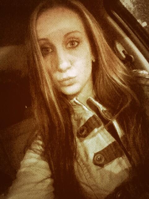 Hermosa chica de 23 años viola a un taxista… también le robó 32 dólares; ya fue sentenciada