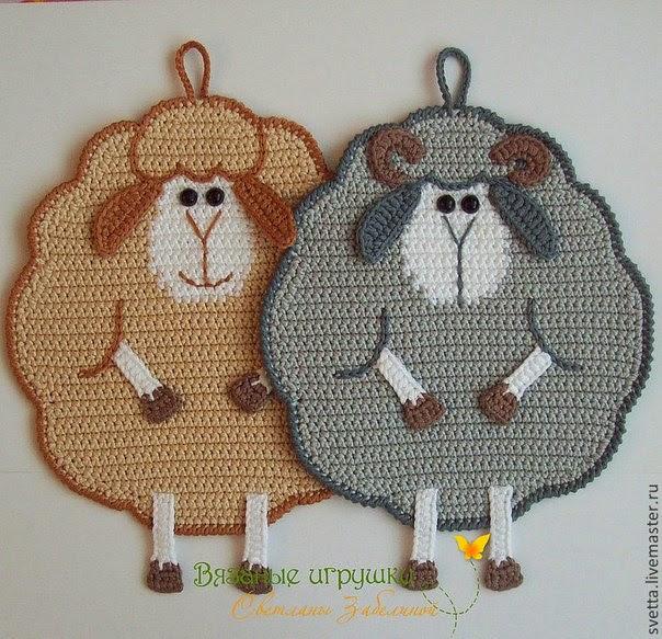 Agarradera al crochet con forma de oveja