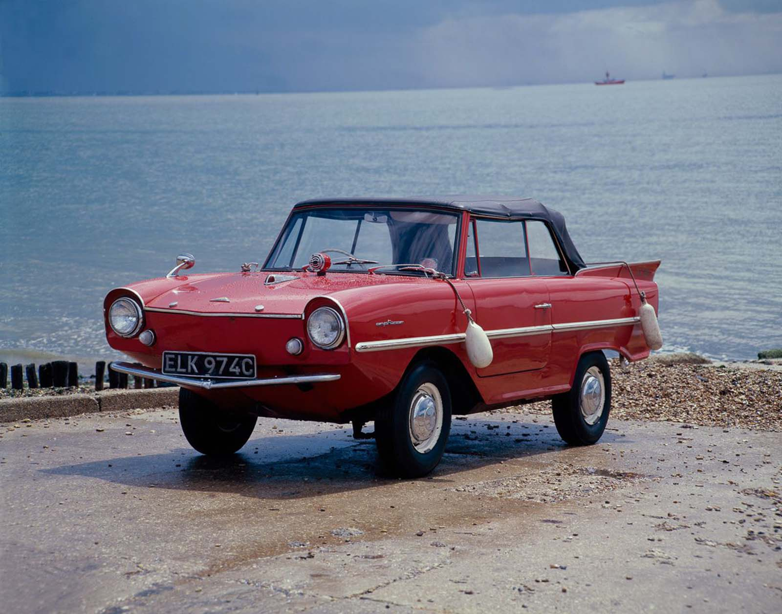 Most Amphicars were sold in the United States. Cars were sold in the United Kingdom from 1964. Total production was 3,878 vehicles. 99 right-hand drives were converted from left-hand drives. Some were used in the Berlin police department and others were fitted for rescue operations.