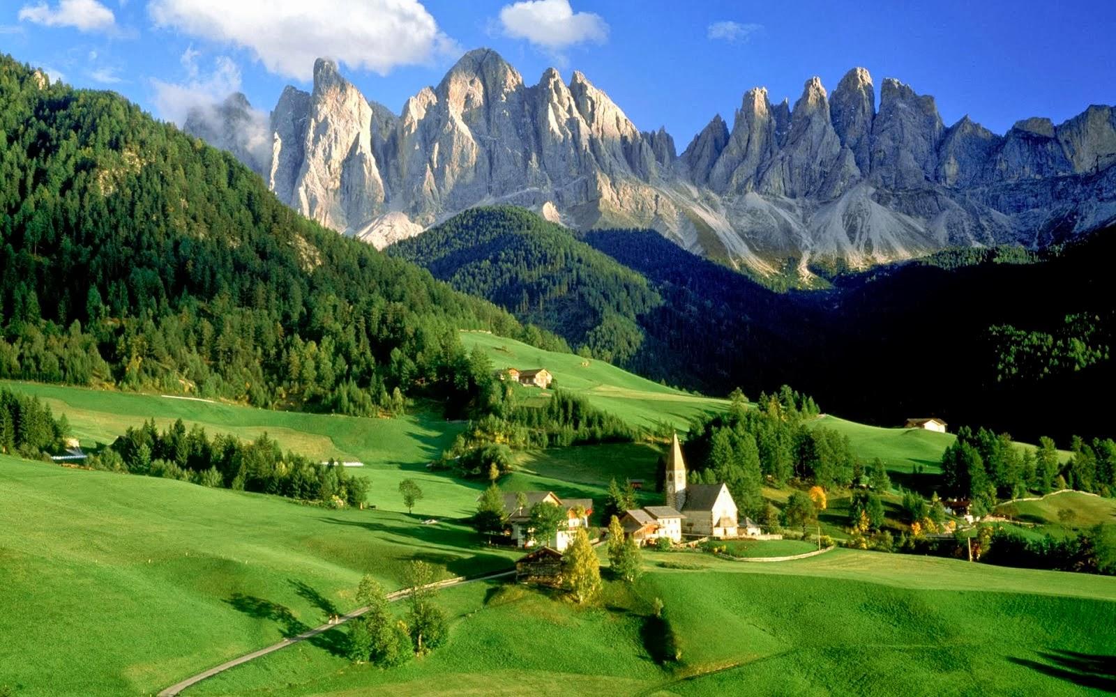 Gambar Pemandangan Alam Terindah di Dunia Puncak Gung Bukit Hijau Cantik