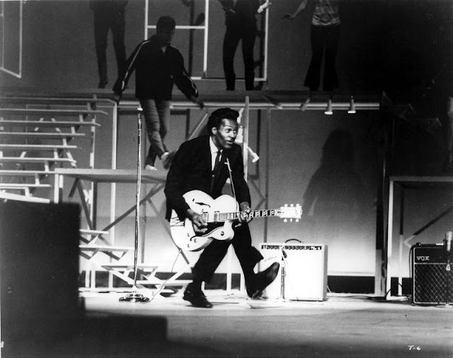 20 Interesting Photographs Of Chuck Berry Shows Off His