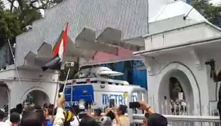 Sebarkan !! Karena Dianggap Kerap Memberitakan Berita Buruk Tentang Islam Metro TV Diusir dari Mesjid Agung Medan - Commando