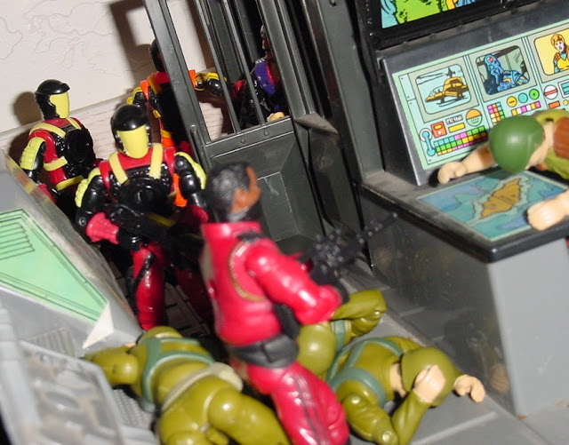 1993 Crimson Guard Commander, Battle Corps, 2004 Comic Pack Cobra Commander, 2005 Crimson Guard, 1983 Hiss Tank, Tomax and Xamot, Reptil Do Ar, Estrela, Brazil, 1994 Action Soldier