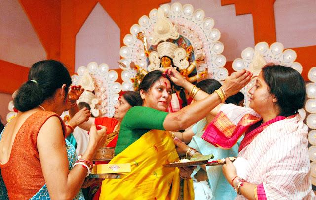 Durga Puja in Kolkata 2017 Images Celebration HD Wallpapers Pandal