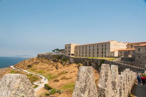 Parador de Baiona. Paseo por las murallas. La fortaleza frente al mar