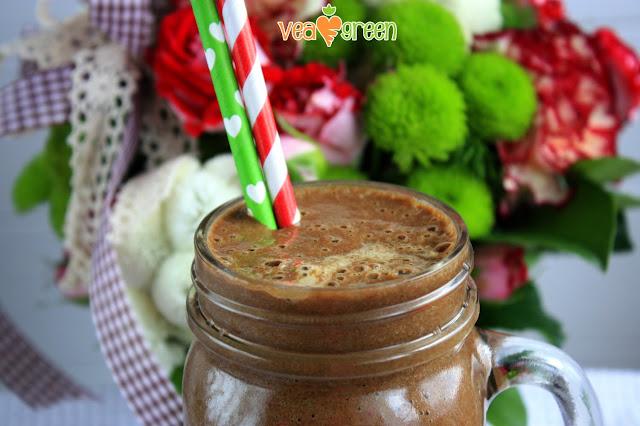 http://zielonekoktajle.blogspot.com/2017/04/banan-szpinak-maliny-mrozone-kakao.html