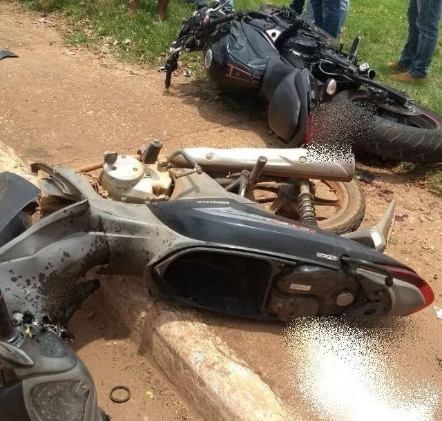 Grave acidente entre duas motocicletas no centro de Rolim de Moura deixa vítimas em estado grave