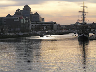 River Liffey and Docklands at sunset and ship / Author: E.V.Pita / http://evpita.blogspot.com