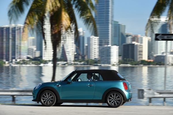 P90201601 lowRes mini cooper converti Το νέο MINI Cabrio Mini, MINI Cabrio, MINI Cooper Cabrio, MINI Cooper D Cabrio, MINI Cooper S Cabrio, videos