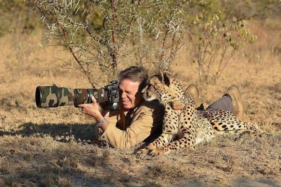 Photographer Hidupan Liar Diganggu oleh 'Sesuatu'