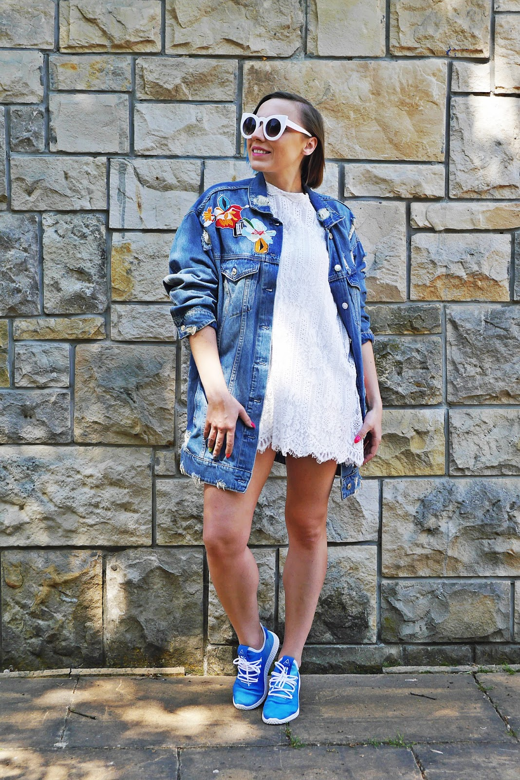5_adidas_tennis_holi_hu_blue_lace_dress_denim_jacket_karyn_blog_modowy_140518