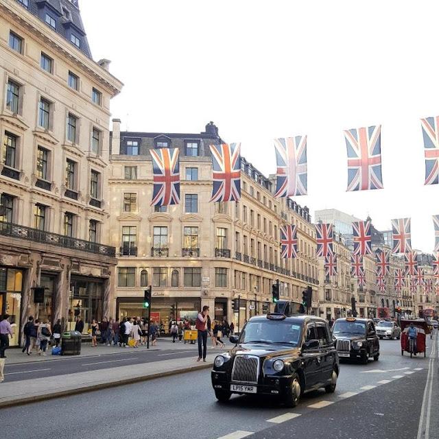 regent-street-flag-et-taxi-anglais
