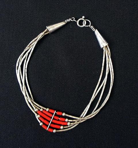 http://nuts-smith.biz/et-jewelry-bracelet-37-navajo-liquid-red.html