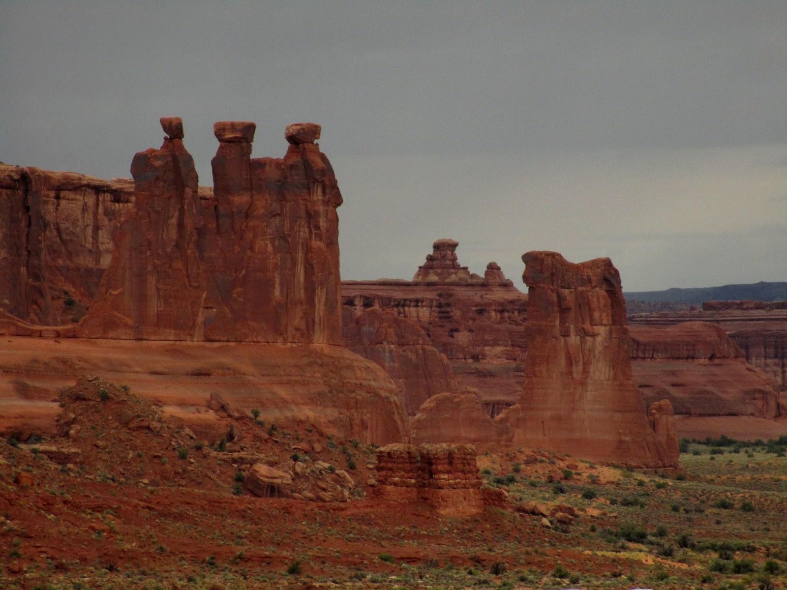 Национальный парк Арчес: Три сплетницы (Three Gossips. Arches National Park, UT)
