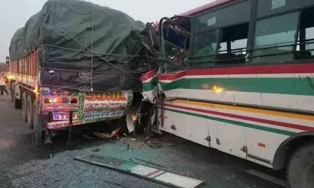 आज़मगढ़ से दिल्ली जारही सरकारी बस दुर्घटना का शिकार - एक की मौत
