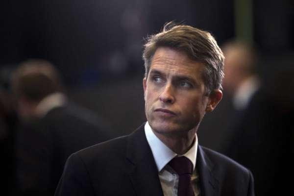 شركة هواوي تتسبب في إقالة وزير الدفاع البريطاني!