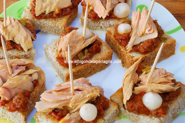 Pincho de caballa, cebollitas y pimiento picante