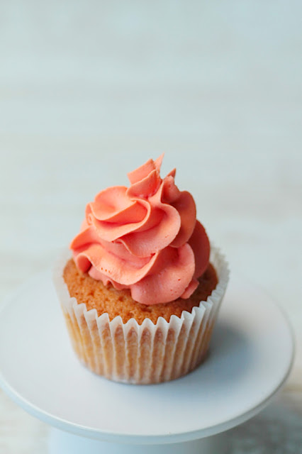 Simple Cupcake recipe, all the ingredient into one bowl, mix and you're ready for the oven. GoodFoodShared. Blogspot