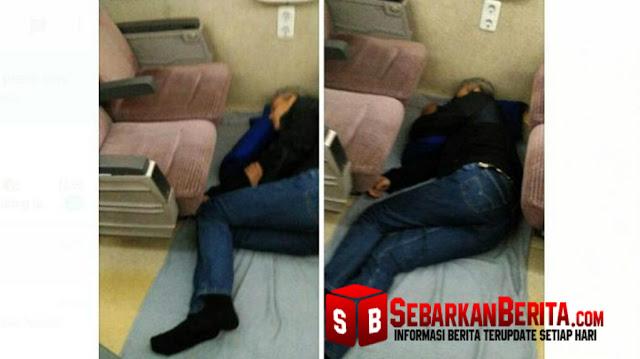 Foto Gubernur Jawa Tengah Tidur di Lantai Gerbong Kereta Ini Menjadi Viral, Dan Ini Kata Ajudan.