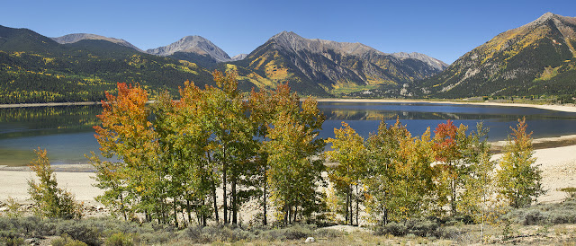 panorama twin lakes colorado in autumn with fall aspen trees
