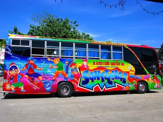 Тайский автобуc с красочным рисунком
