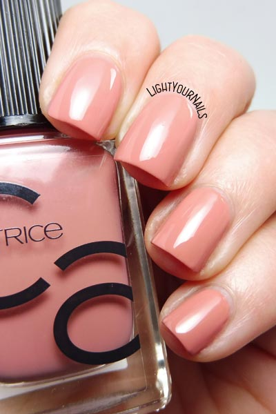 Smalto nude Catrice ICONails 09 Vintagged Pink nail polish #nails #unghie #ICONails #catrice #lightyournails