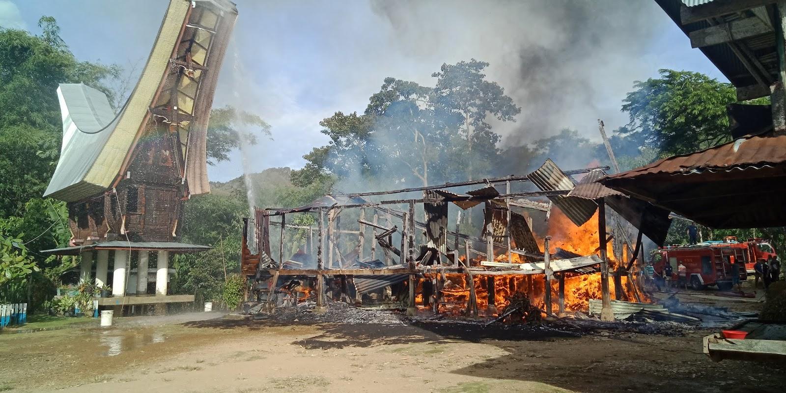 [Breaking News] Rumah Pendeta Gereja Kibaid Sassa' Makale, Ludes Dimakan Api