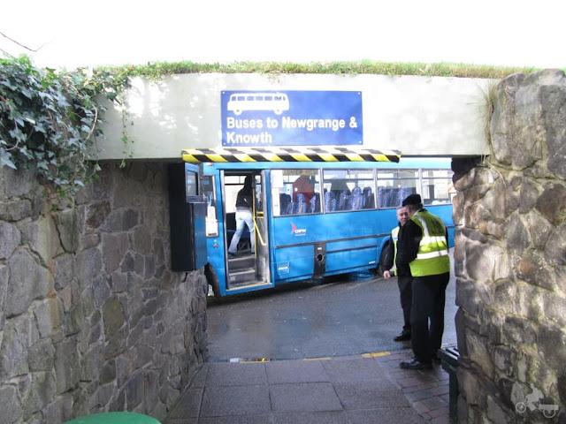 newgrange bus