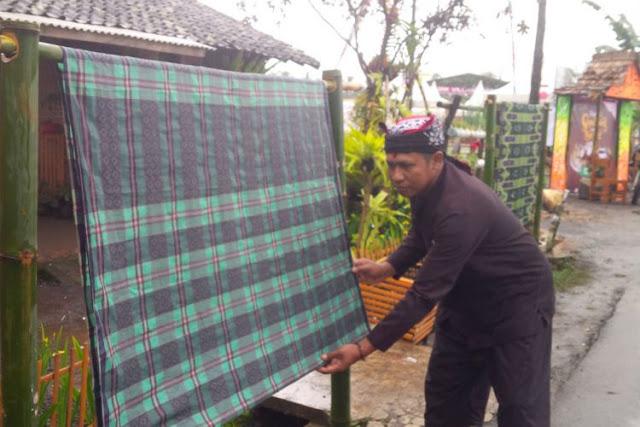 Tradisi Mepe Kasur Suku Osing Banyuwangi.