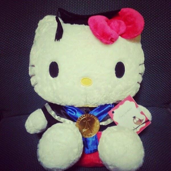 Gambar boneka hello kitty wisuda gratis