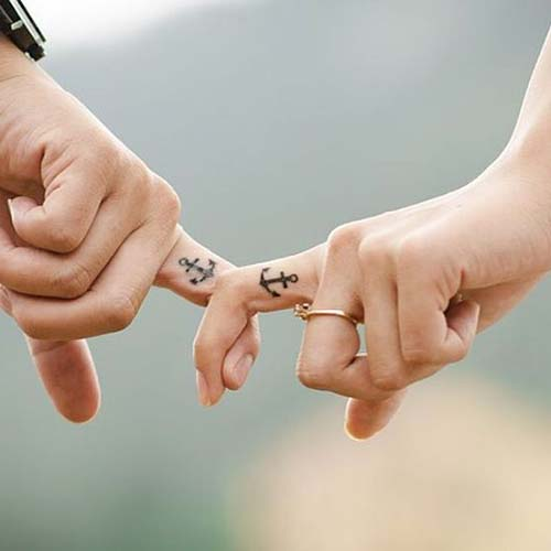 couple finger anchor tattoos çapa çift dövmeleri