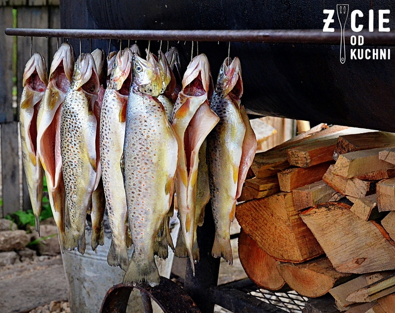 pstragi potokowe, pstrag ojcowski, pstragi wedzone, malopolska do zjedzenia, produkty regionalne, zycie od kuchni
