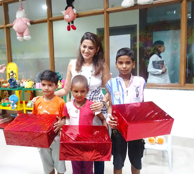 Bollywood actress Smita Bansal meeting young cancer patients at BMCHRC
