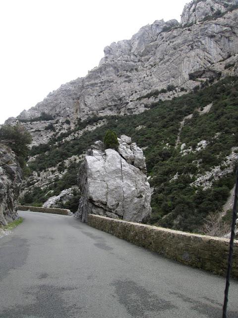 http://www.dangerousroads.org/europe/france/2111-gorges-de-galamus.html
