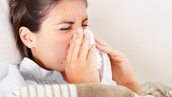 كيف تميِّز بين نزلة البرد والإنفلونزا؟