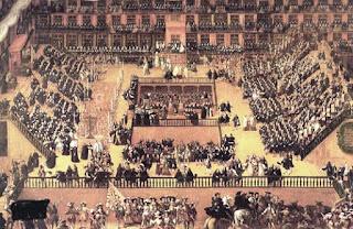 El óleo de Francisco Rizi muestra a vista de pájaro la plaza llena de público, frailes, inquisidores y los reos, situados a la derecha en uno de graderíos de madera. En el centro el estrado, núcleo de la ceremonia.