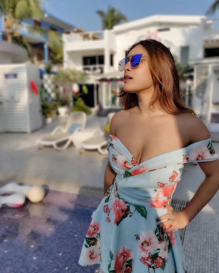 Neha-Malik-Hot-Cleavage-Pics-5